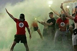 Винницкие фанаты пришли на футбол в футболках со свастикой